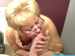 Mature milf sucking a meaty cock