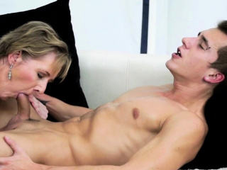 Glam granny pussy licked