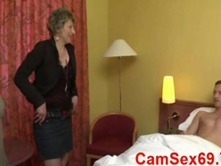Hard french two girls milf and mature french bien foutue